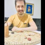 Terapeuta, cartomante e astrólogo. - Flávio Versannio